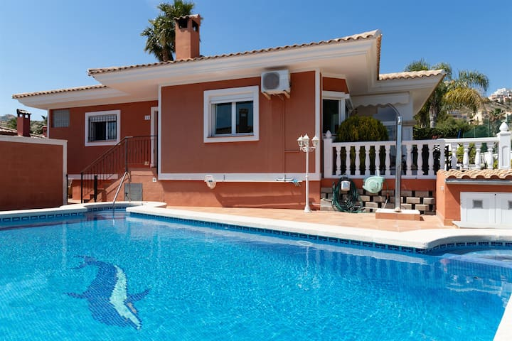 Casa de Familia, spacious and luxury villa with private swimming pool