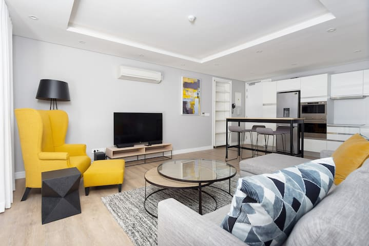 Chic Green Point Apartment | Fast WiFi | BBQ Patio