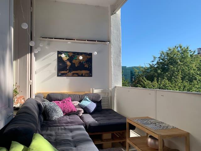 Direkt am SBB ruhige helle Wohnung mit Balkon