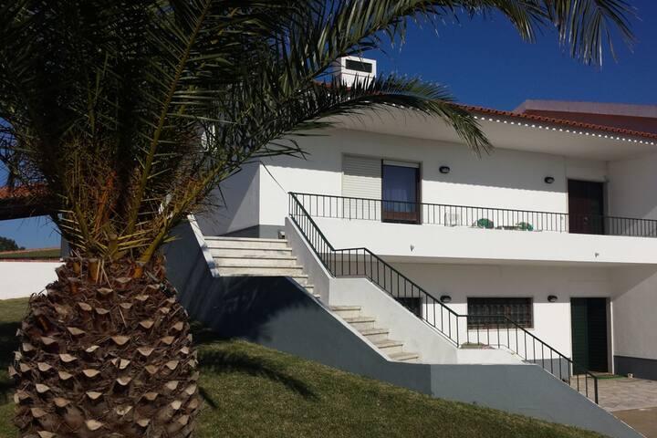 Lovely double room en-suite near Praia Aguda - São João das Lampas