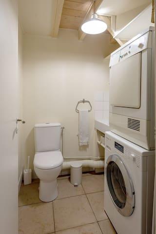 Independent toilet