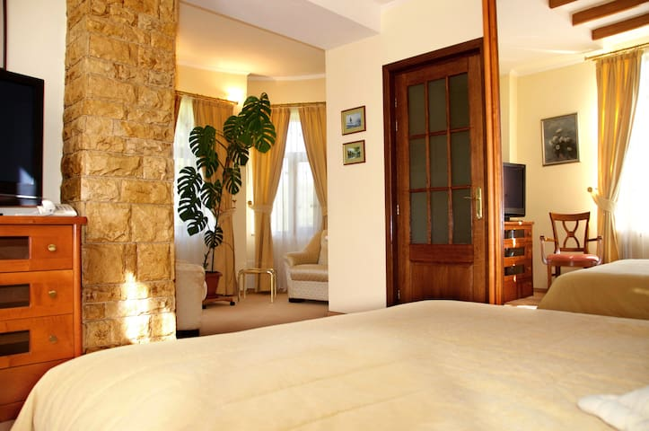 The Zaivan Lodge - Sleeps 2-4 in 1 bedroom - Valea Târsei - 度假屋