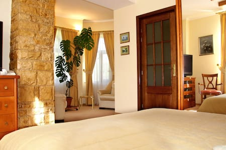 The Zaivan Lodge - Sleeps 2-4 in 1 bedroom - Valea Târsei - Ferienunterkunft