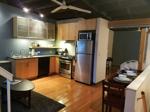 Industrial 1BR Loft, Free 1 Car Garage, Large Deck