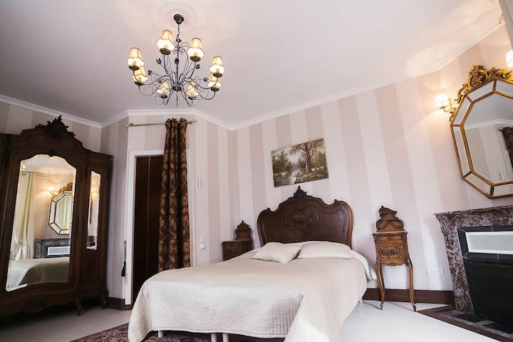 4 beautiful rooms in manor house in Gisors France