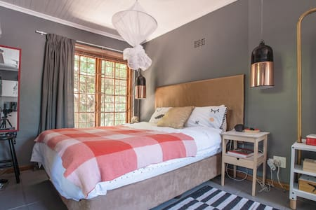 Private garden cottage - Johannesburg - Appartement