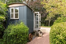 ...shepherds hut in the grounds...