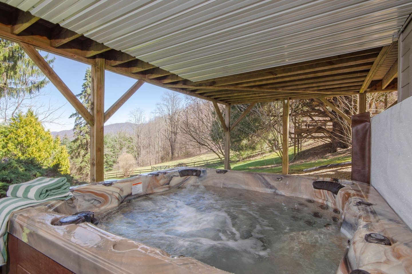 Bubbling 7 person Hot-tub on lower deck with unforgetable mountain views anytime of the day