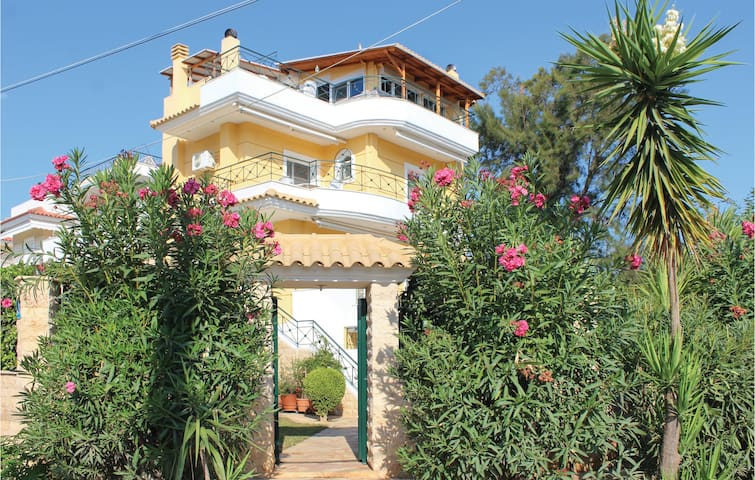 Holiday cottage with 4 bedrooms on 170m² in Nea Makri