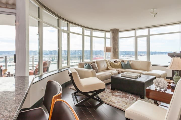 Large bdrm with view sleeps 3 - New Westminster - Apartemen