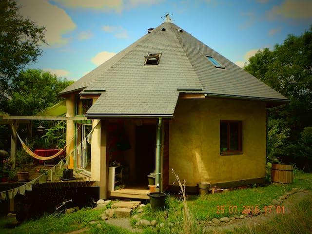 Maison écologique et  sa yourte - Eysus - Σπίτι