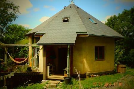 Maison écologique et  sa yourte - Eysus