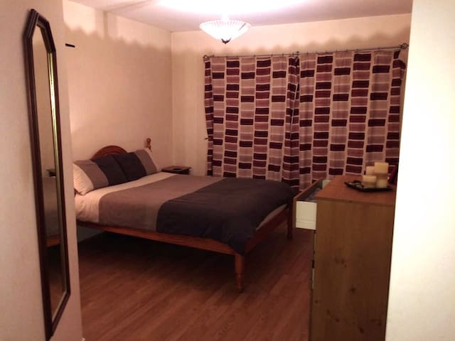 Double room(Ensuite) Free wi-fi & parking