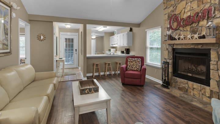 Old Seagrove Cottage - Close to Seaside - Sleeps 8 - Pet Friendly - Reel Relaxing
