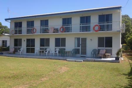 Forrest Beach Retreat - 4 Person Room 2 - Forrest Beach - Boutique hotel