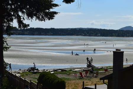 Beautiful Parksville home, steps to beach!!! - Parksville