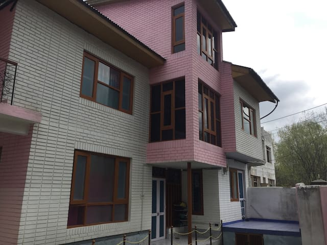 Homestay and bike on rent available - Srinagar - Casa