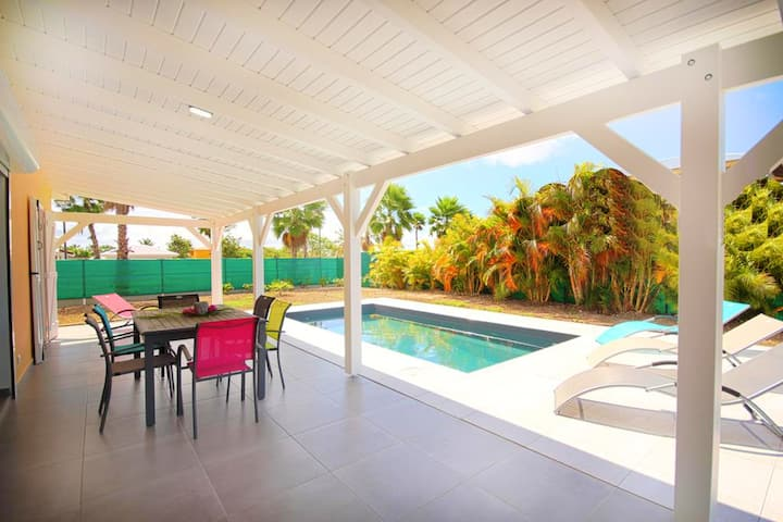 Villa with 3 bedrooms in Saint-François, with wonderful sea view, private pool, enclosed garden - 2 km from the beach
