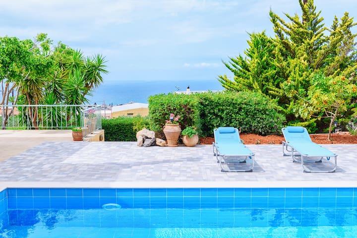 Villa Iris-Private villa with pool and view!