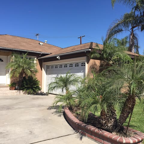 Lovely House - 15 mins away from Downtown LA - Downey - Talo