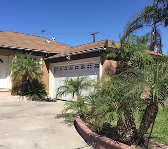 Lovely House - 15 mins away from Downtown LA - Downey - Huis