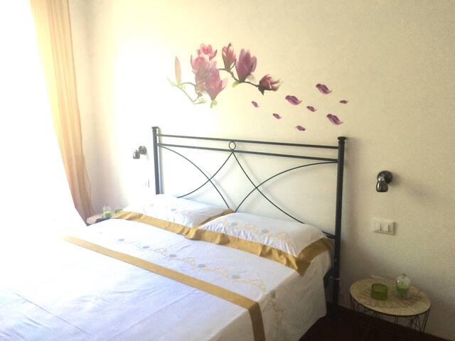 Camera con ingresso e bagno indipendente - Cisano sul Neva - Villa