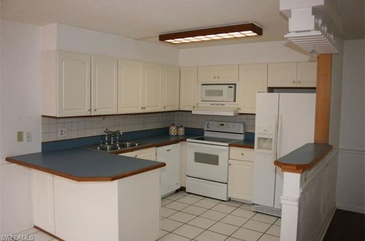 Townhouse near Bell Tower Shops - 20min from Beach - Fort Myers - Townhouse