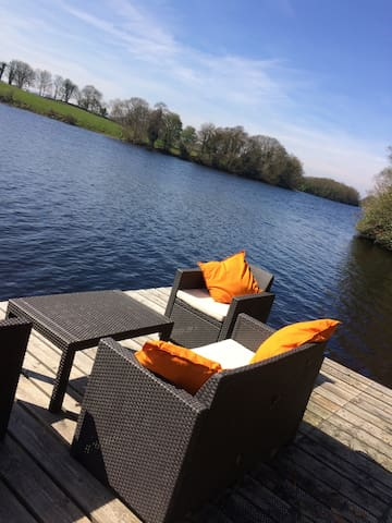 Stunning Lakeside Hideaway - 'Garden Room'