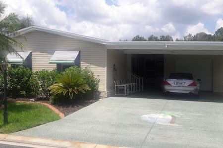 Beautiful home in Auburndale, close to parks.
