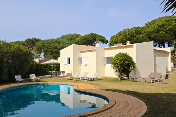 Villa Alex, 5 bedroom w/ private pool, Vilamoura