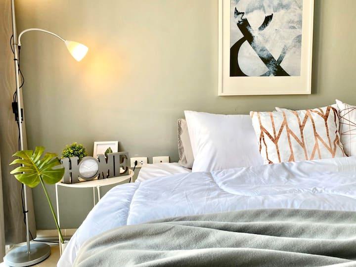 Cozy room @RCA near Piyavate hospital Large bed