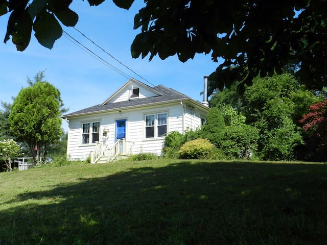 Rural, private space, 1 km to Lunenburg centre - Lunenburg - Casa