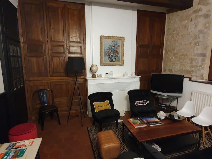 Charme & Confort 2P. indépdt rdc Place St-Gilles