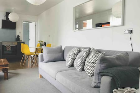 Waters Edge Holiday Home in Hayle, West Cornwall