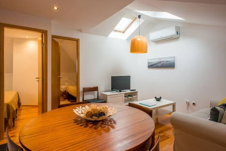 Clean & Safe: Central room in renewed flat
