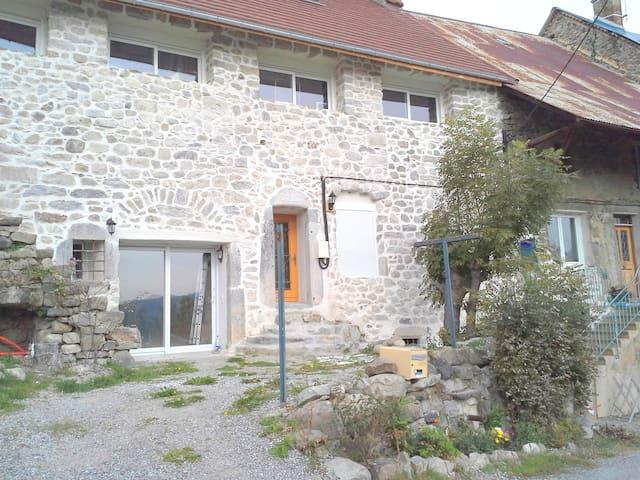 Grand studio pierre, Ancelle 20mn, accès handicapé - Buissard - Byt