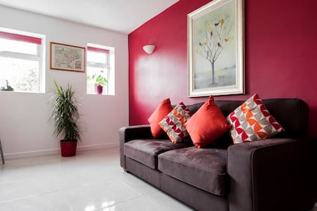 Quiet family home in Donnybrook- Walk to Dublin.