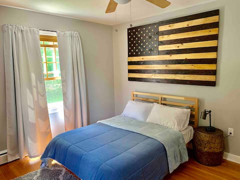 Spacious room in renovated home in Prospect