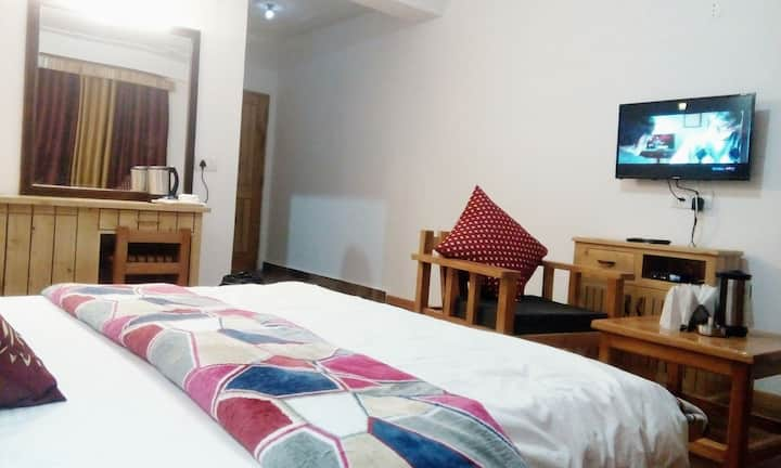 Luxury 2 Room's with Mountain view at-Kothi,Manali