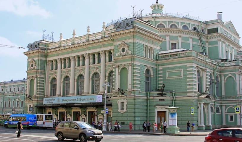 Комната у Мариинского театра 2