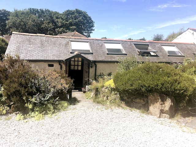 Trethellan Lodge - cosy barn on rural smallholding