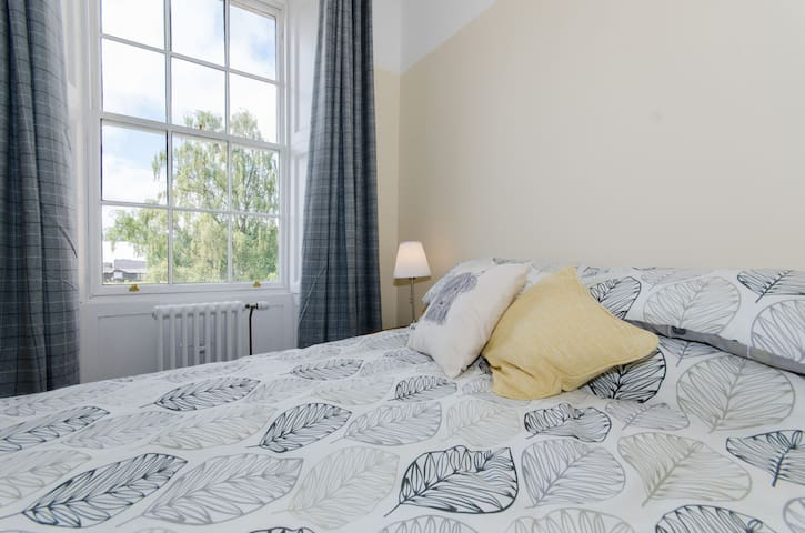 Bright and spacious apartment ideal for short breaks with double sofa bed, sleeps 2 comfortably or maximum 4 with a small fee for use of the sofabed. Number 5 Perth City Apartments