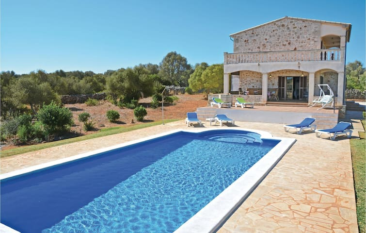 Beautiful home in Llombards with WiFi and 4 Bedrooms