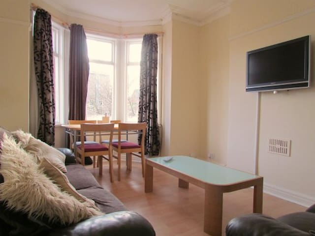Huge double room in shared house near city centre!