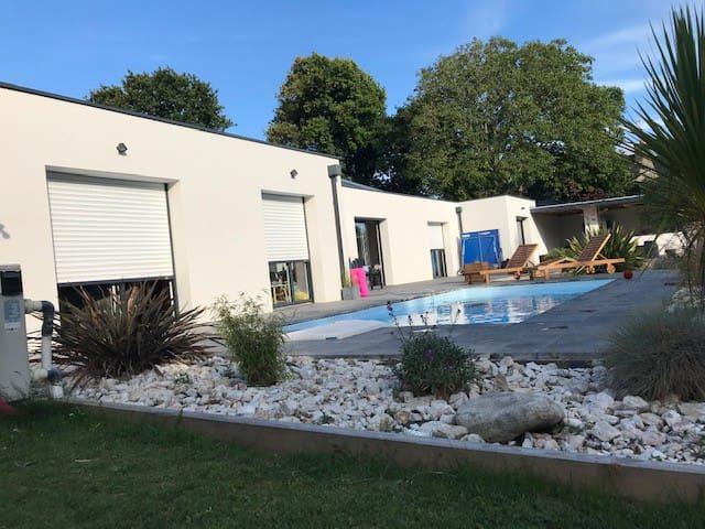 Grande maison avec piscine 5min de la mer