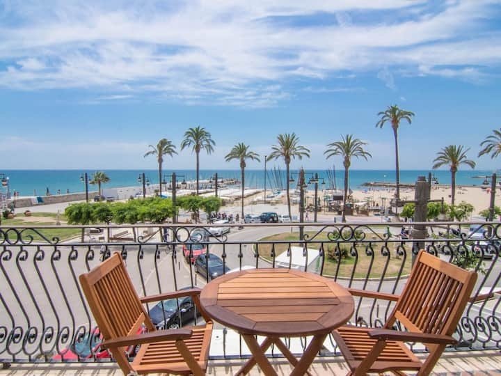 RIBERA PETIT BY BLAUSITGES Small apartment with superb sea views in Sitges.