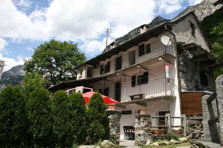 Ferienhaus/ Rustico Tessin Verzascatal bis 6 Personen
