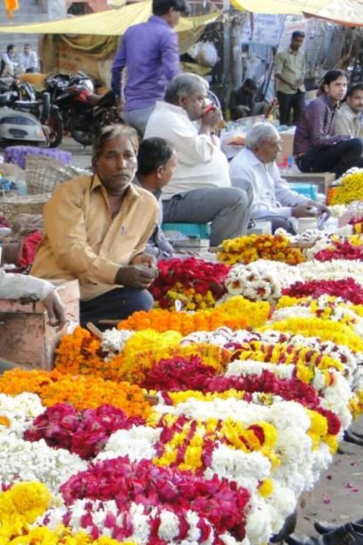 Flowers seller in Haridwar