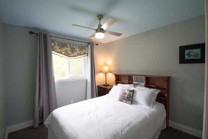 Bedroom 3 - Queen Bed and closet