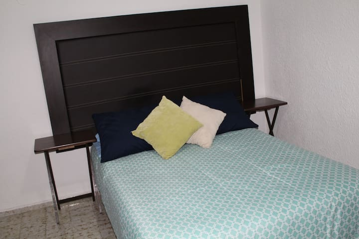 Beautiful room for rent, steps from main avenues